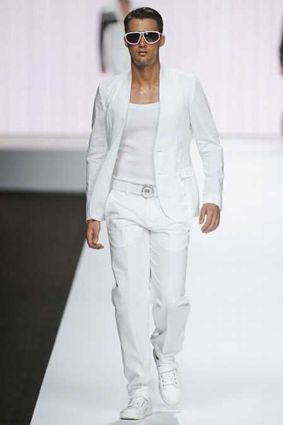 10 faux pas à éviter quand on est un homme ne pas s'habiller tout en blanc