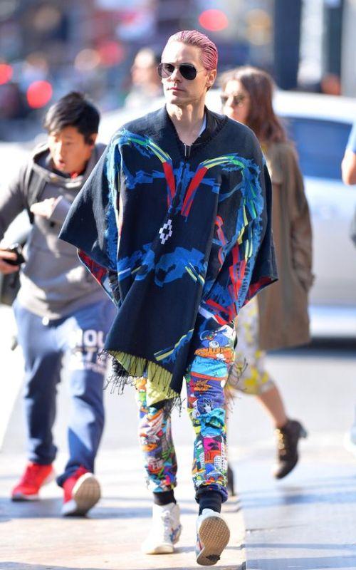 Stylé comme une star : À qui ressemblez-vous ? homme artiste Jared Leto chanteur style stylé look mode fashion street men punk couleur bleu