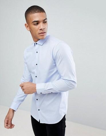 Tenue homme chemise bleu à boutons originaux
