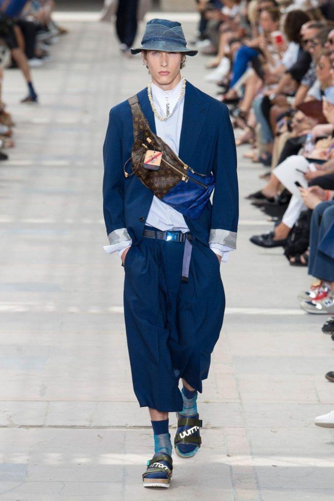 Vos habitudes modes 2017 à oublier, en route pour 2018 ! homme men tendance mode défilé paris fashion week louis vuitton printemps été summer banane sac bag