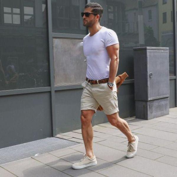 comment porter un short chino beige pour homme