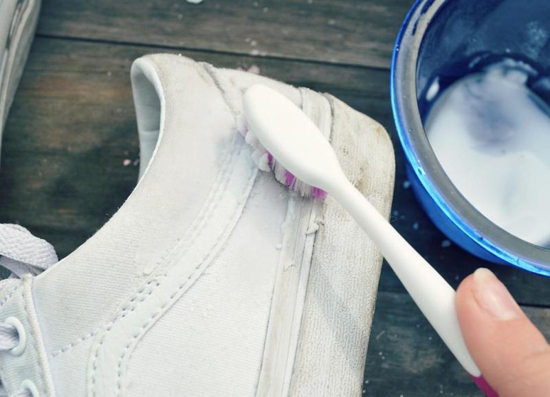 conseils pour nettoyer se baskets blanches en tissus