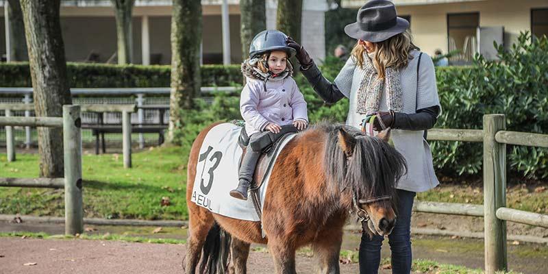 Poney pour enfant à l'hippodrome d'Auteuil