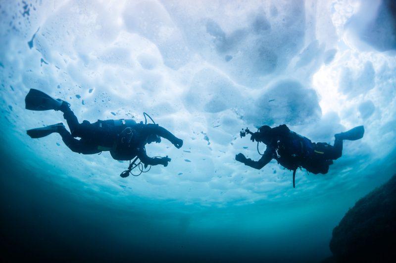 Plongée glace lac hiver bouteilles sport