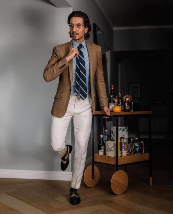 s'habiller pour un entretien look formel coloré