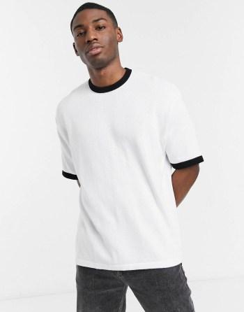 Idée look 40 T-shirt blanc oversize à col noir