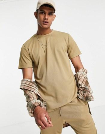 Idée de look 46 T-shirt beige Selected Homme