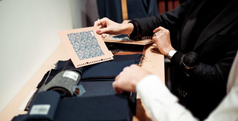 choix des pièces de tissus pour costume sur-mesure L'apiéceur