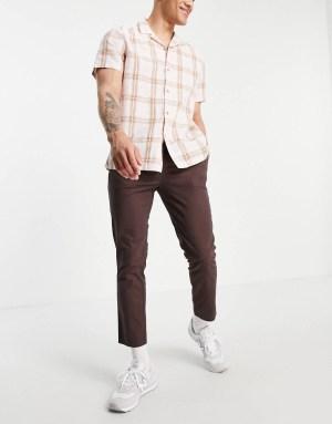 Idée de look 52 Pantalon chino coupe cigarette marron foncé ASOS DESIGN