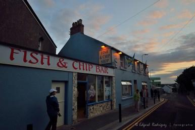 """Aquí vinimos por la cena. Los tradicionales """"fish and chips""""."""