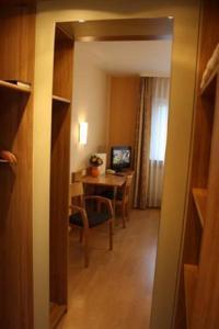 Hotel am Schwimmbad, Hattersheim am Main - Offerte in corso