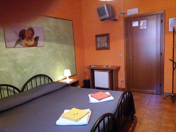 Soggiorno Petrarca Bed  Breakfast Florence  Compare Deals