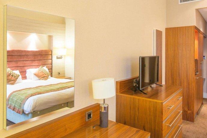 The Cheltenham Chase Hotel Qhotels Brockworth Compare Deals
