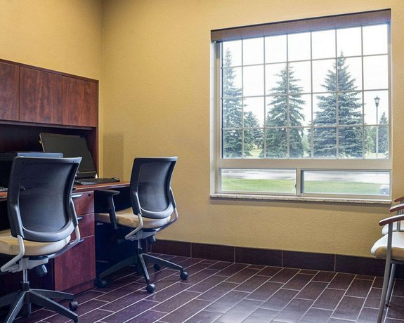 Comfort Suites Minot Compare Deals