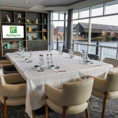 Chair Cover Hire Ellesmere Port Office Leather Holiday Inn Cheshire Oaks Compare Deals About