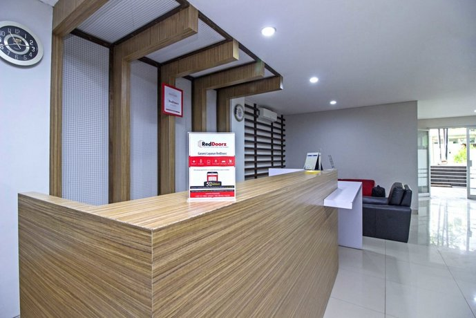 Reddoorz Plus Cibogo Bawah Bandung Bandingkan Promo