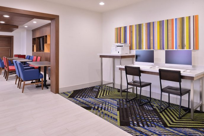 Holiday Inn Express Hotel And Suites Mesquite Compare Deals