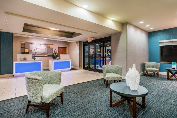 Holiday Inn Express Suites Rocky Mount Smith Mountain Lake