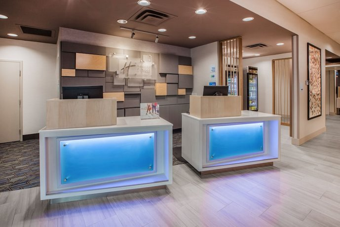 Holiday Inn Express Hotel And Suites Petersburg Fort Lee