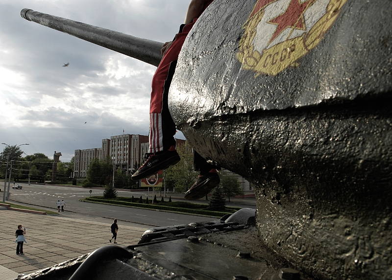 Square, Tiraspol, Transnistria, 2007. Photograph by Narayan Mahon. © Narayan Mahon Photography.