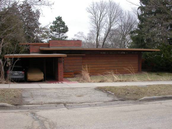 Fig. 6. Exterior view of the first Usonian house, the first Herb and Katherine Jacobs House (1936) in Madison. Wright's emphasis on the automobile is shown with the dominant carport (left). The house is deliberately oriented away from the street, with the front room being lit by the narrow band of ribbon windows across the façade. Photo by author, April, 2012.