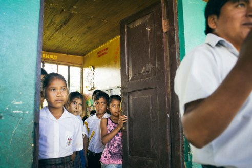 In Puerto Luz, a indigenous community, deep in the jungle, pupils are waiting for their teacher | Puerto Luz, South east of Peru | 30th of may, 2014