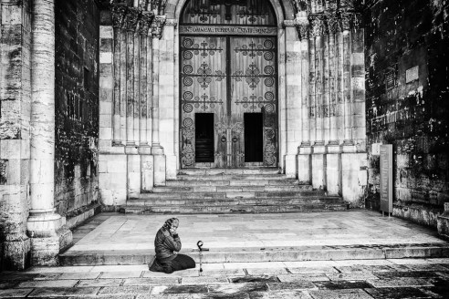 Cathedral Woman begging, Sé Cathedral, Alfama, Lisbon