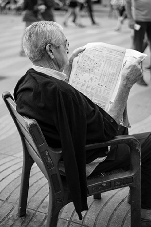 Man reading in Les Rambles in Barcelona.
