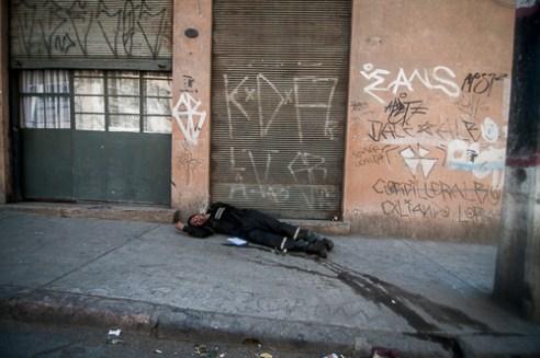 Un hombre orinado, duerme en el suelo a pocos metros de Plaza Echaurren, Valparaíso. Man sleeping a few meters from Plaza Echaurren, Valparaiso, Chile.