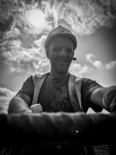 Lee aka Barney Stubble needs no introduction – he is fixing bars of steel with a smile – what a service!