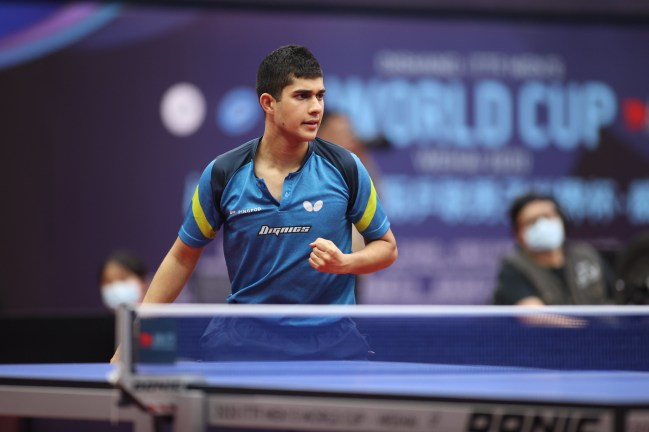 Kanak Jha celebrates a point against Chaung Chih-Yuan at the Men's World Cup in October 2020