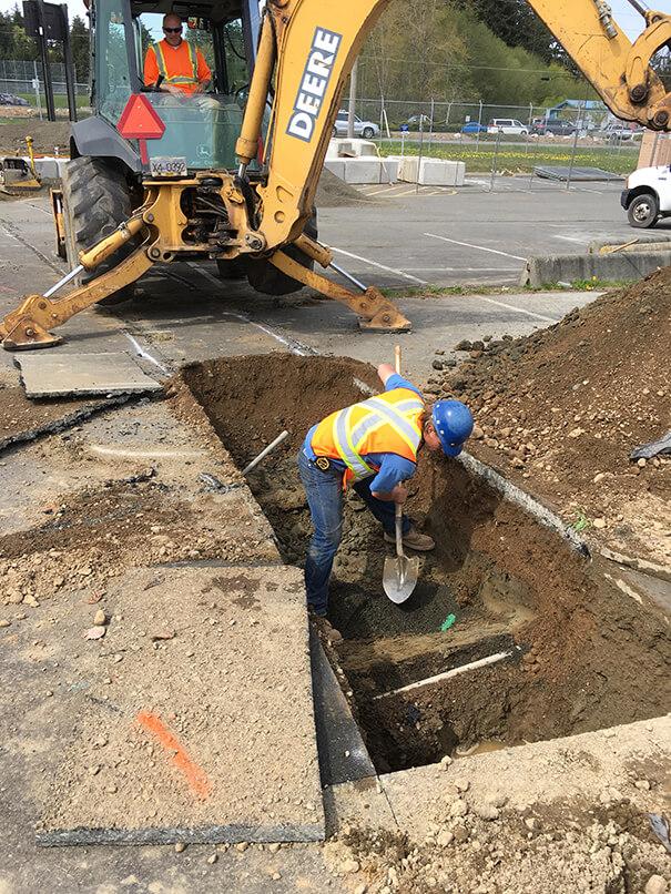 Edgett Excavating Pipe Layer