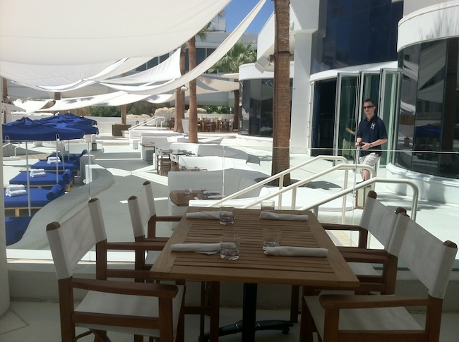 Lunch area - Bagatelle Beach Tropicana Las Vegas