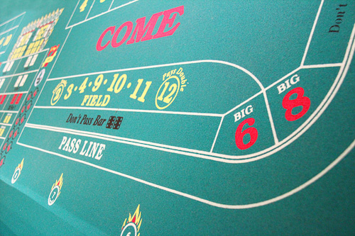 Texas holdem rules who bets first