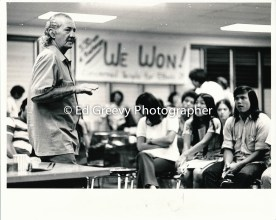 George Santos speaking with Ethnic Studies students at Kaimuki Library 2607 1972