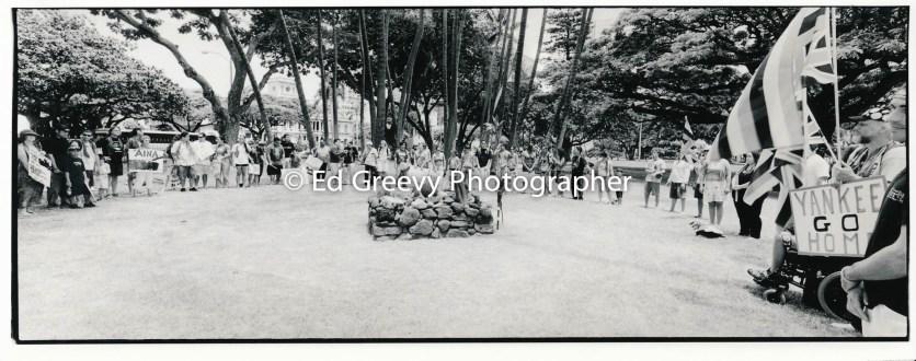 Hawaiian gathering at `Iolani Palace grounds 2005 9124-3-28