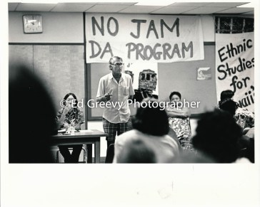 John Kelly, SOS founder, speaks to Ethnic Studies students at Kaimuki Library (Mel Chang at left)2577 1972