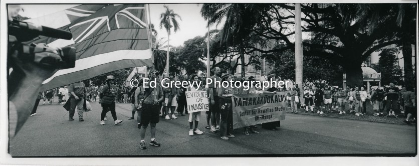 Hawaiian demonstration-march to `Iolani Palace 9129-1-24 2002