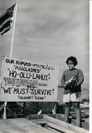 Sand Island resident, Kippy Cash, with Hawaiian Nationalist sign 4095-1-16 12-79