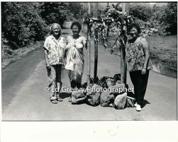 Anti H-3 concrete pour protest in Halawa Valley. Left to right Ella, Tony Auld Yardley and Sweets Mathews. 7078-2-16 8-29-92