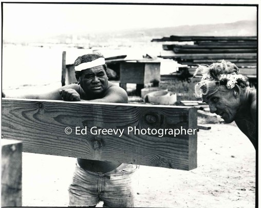 Jerry Puu and John Kelly line up floor girder for a nem Mokauea Island home. 5008-1-8 6-29-80_