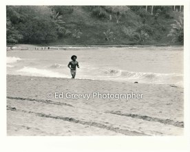 jogger-at-nawiliwili-harbor-beach-2666-95-33a-8-73