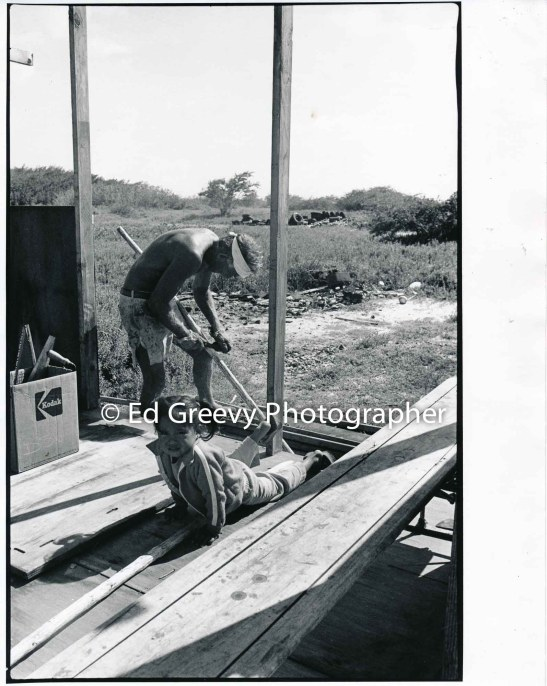 John Kelly works on construction Jerry Puu's Mokauea home. Rosalie Romo looks on. 4-50-1-1A 4-8-79