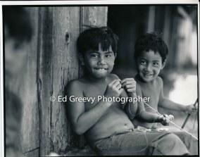 kids-in-niumalu-nawiliwili-kauai-2666-55-9a-8-73
