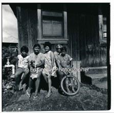 miranda-family-in-niumalu-nawiliwili-kauai-2666-12-7-8-73