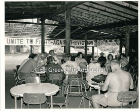 stanford-acki-at-left-speaks-at-niumalu-nawiliwili-tenants-assn-strategy-meeting-on-kauai-2929-5-31-11-29-75