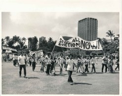 ike-manalo-waiahole-waikane-supporter-marches-on-stat-cap-lawn-on-the-way-to-the-governor%ca%bbs-amnsion-to-protest-evictions-2950-7-30a-2-14-76
