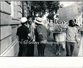 progressive-political-actvisr-pete-thompson-pointing-at-waiahole-waikane-eviction-protest-at-circuit-court-judges-chambers-2981-3-18-4-21-76