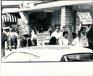 waiahole-waikane-residents-mr-batalona-mrs-manatad-byron-ho-and-joe-royos-protest-evictions-at-developer-joe-pao%ca%bbs-enchanted-lakes-office-2965-1-9a-4-7-76