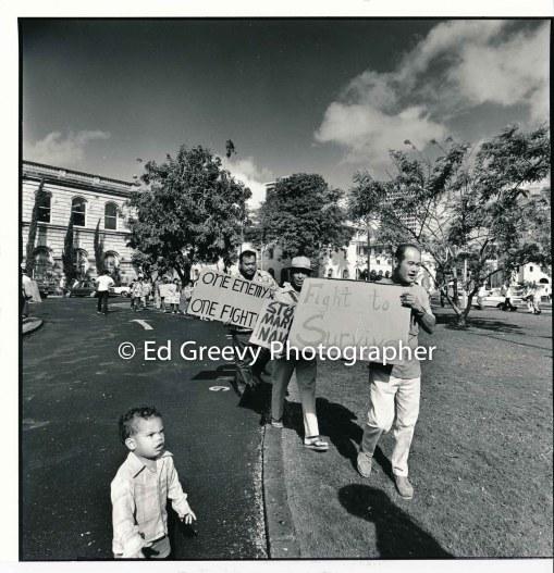 waiahole-waikane-residents-mr-pacyau-center-sei-serikaku-and-the-boy-lyle-lopes-protest-waiahole-waikane-evictions-at-circuit-court-2981-10-7-4-21-76